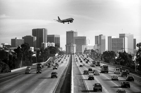 how to get from la greyhound station to lax